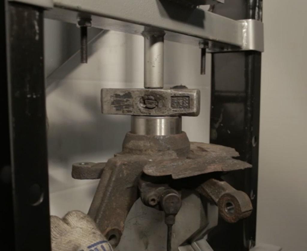 после разрушения ступичного подшипника разрушилась посадочная канавка стопорного кольца mazda 6